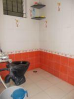 13M5U00013: Bathroom 1