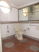 13F2U00557: Bathroom 4