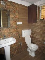 13J6U00130: Bathroom 2