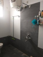 13J6U00025: Bathroom 1
