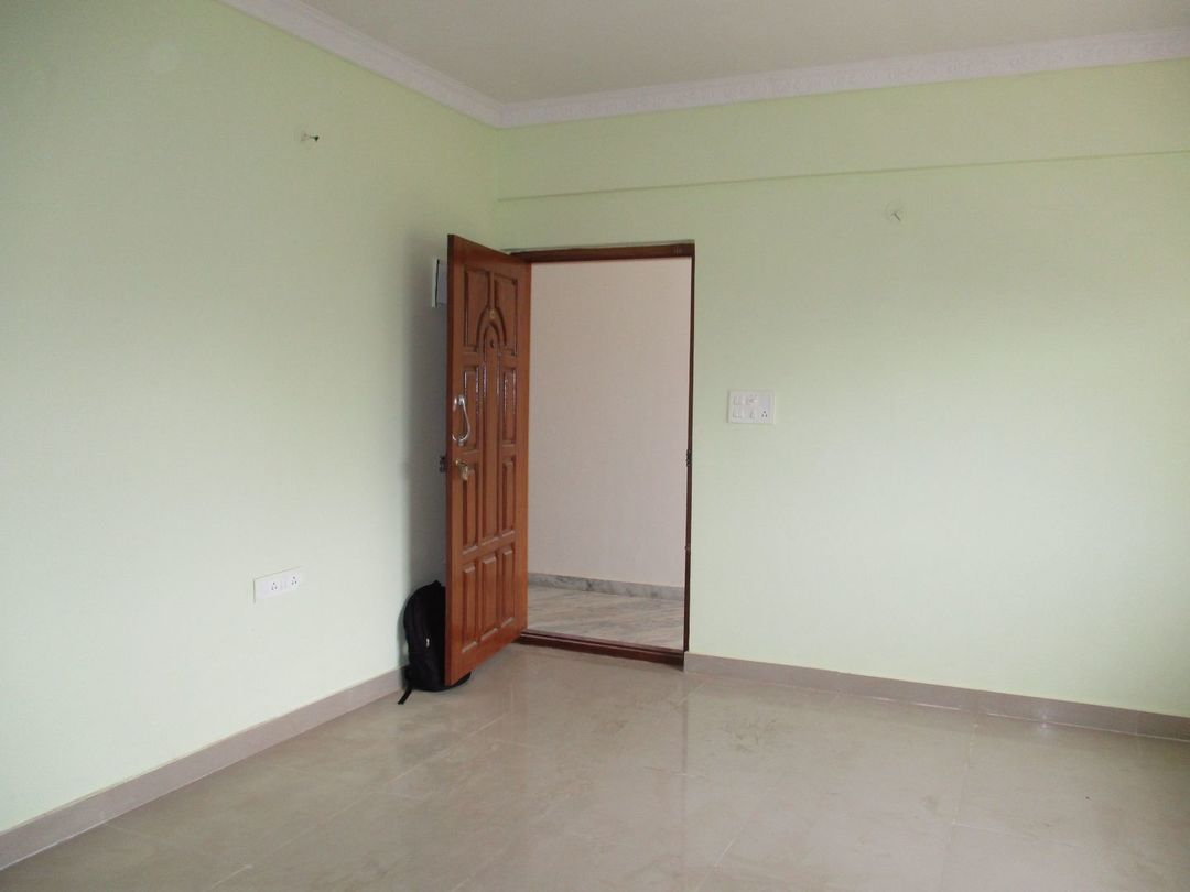 10J6U00389: Bedroom 1
