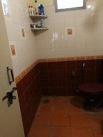 13DCU00481: Bathroom 1