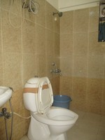 10J6U00376: Bathroom 2