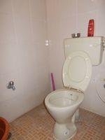 11DCU00155: Bathroom 1