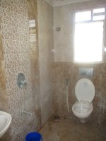 13DCU00104: Bathroom 2
