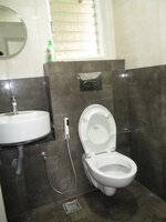 15J7U00124: Bathroom 1