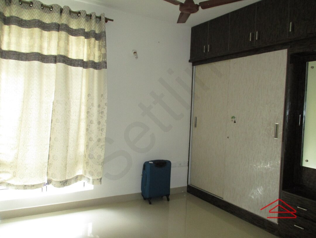 15S9U00399: Bedroom 1