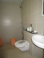 14J1U00059: Bathroom 1