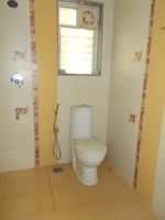 13J7U00278: Bathroom 2