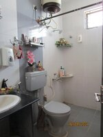 15F2U00363: Bathroom 2