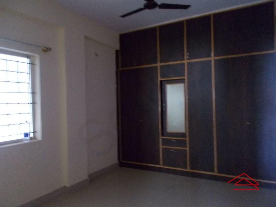 12J6U00219: Bedroom 1
