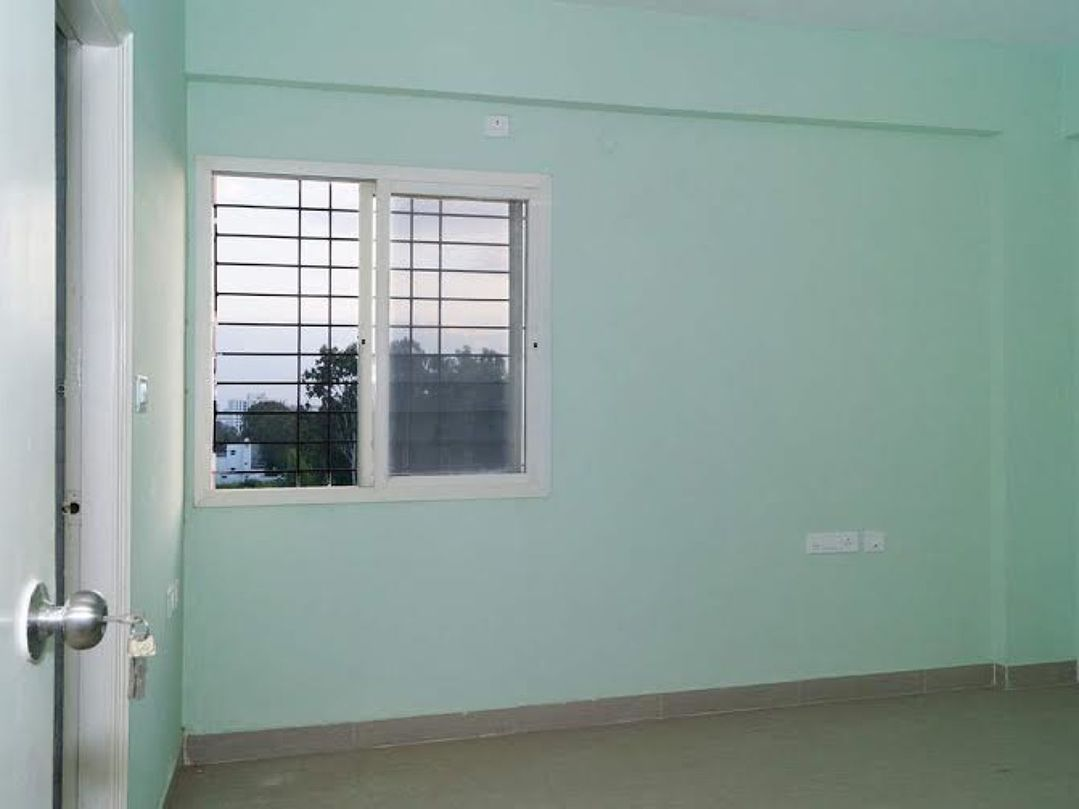 10F2U00044: Master Bedroom