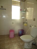13J1U00111: Bathroom 1