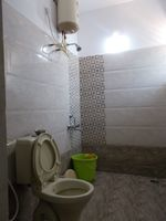 13M3U00128: Bathroom 1