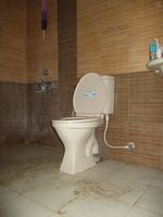 10F2U00080: Attached Bathroom