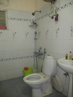 13M5U00218: Bathroom 2
