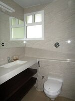 15A4U00367: Bathroom 1
