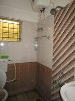 13M5U00030: Bathroom 1