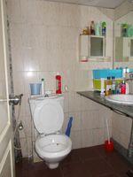 12J6U00278: Bathroom 1