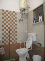 15OAU00215: Bathroom 1
