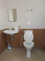 13M5U00755: Bathroom 1
