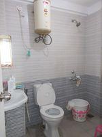 13M5U00755: Bathroom 2