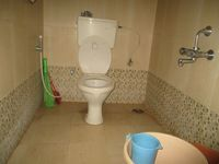 12J1U00207: Bathroom 2