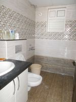 13F2U00435: Bathroom 2