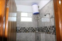 15M3U00043: Bathroom 2