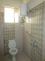 13M5U00106: Bathroom 2