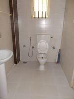 13J1U00065: Bathroom 3