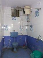 13J1U00122: Bathroom 1