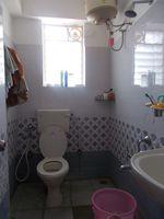 13M5U00100: Bathroom 2