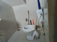11OAU00064: Bathroom 1