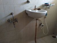 11OAU00064: Bathroom 2