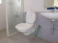 12F2U00053: Bathroom 1
