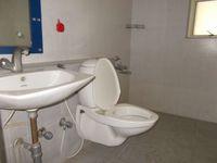 12F2U00053: Bathroom 2