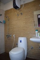 13OAU00362: Bathroom 1