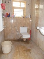 12DCU00175: Bathroom 2