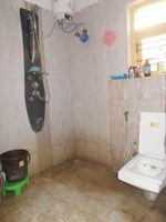 12DCU00175: Bathroom 1
