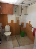 13J6U00576: Bathroom 1
