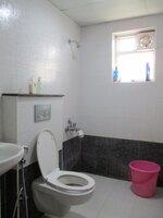 15S9U00943: Bathroom 2