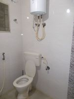 12M5U00389: Bathroom 1