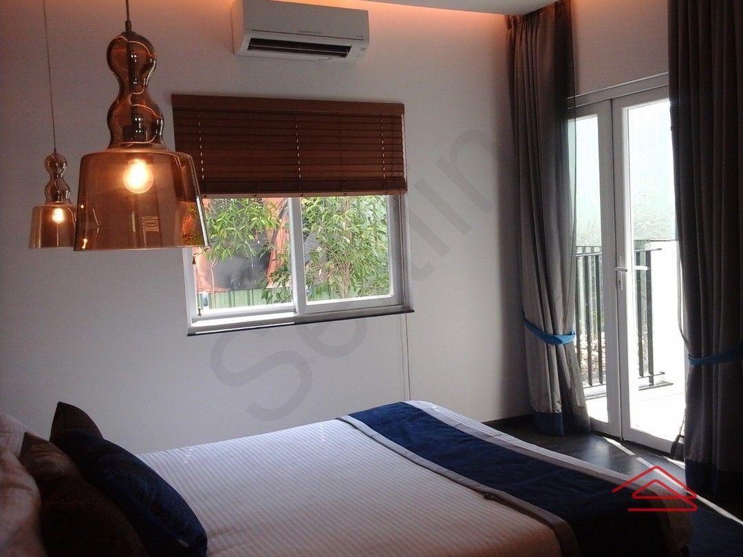 13J1U00215: Bedroom 1