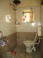 13M5U00274: Bathroom 1