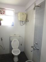 13M5U00006: Bathroom 1