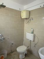 13M5U00006: Bathroom 2