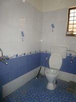 13J7U00173: Bathroom 1
