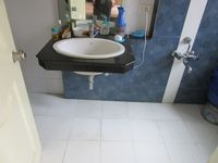 13J7U00130: Bathroom 2