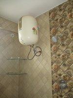 14J1U00110: Bathroom 1